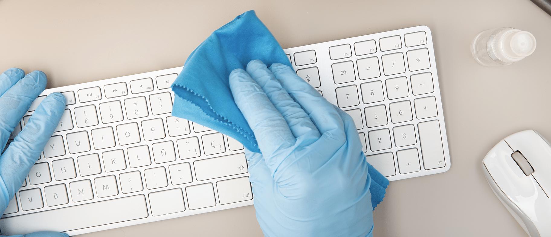 image d'un nettoyage de clavier par un pro